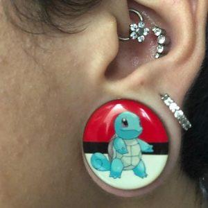alargador rosca pokemon squirtle, em orelha de modelo 22mm.