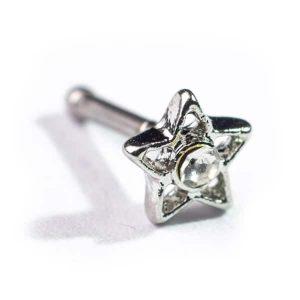 Piercing nariz com estrela, em modelo pino para furos de nostril.